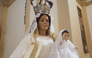 Presentación de los niños a la Virgen del Rosario.